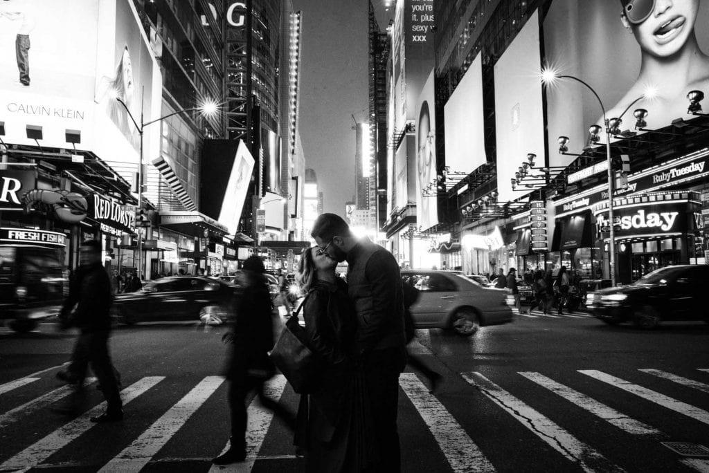 Couple Shooting New York - Destination Wedding Photographer - Destination Wedding Videographer
